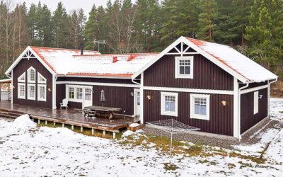Lantligt hus med stora ytor